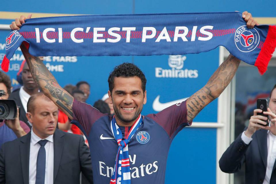 PSG optimis Alves bisa mendongkrak prestasi mereka musim ini